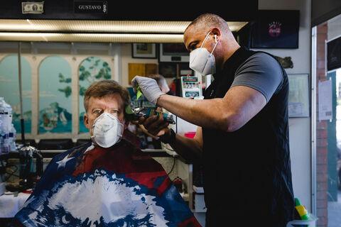 ماسک اجباری از ضربه ۵ درصدی به رشد اقتصادی جلوگیری میکند