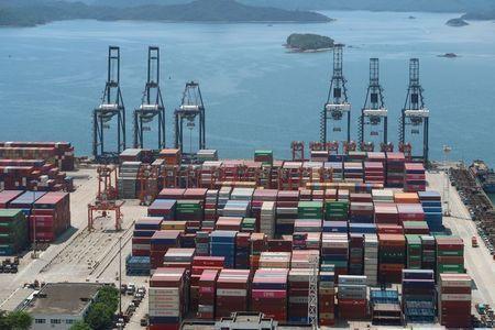 کاهش ۸.۱ درصدی صادرات چین به آمریکا در نیمه نخست سال